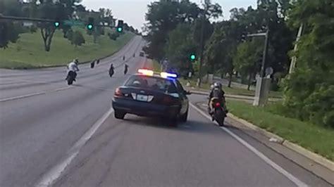 Motorrad Vs Police by Motorcycle Vs Cops Chasing Bikers Swerves At Stunt Bikes