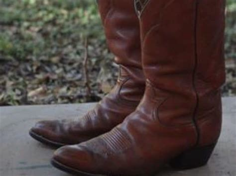 how to stretch cowboy boots we will show you how to stretch cowboy boots fast