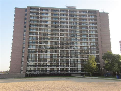 Apartment Building Bob Newhart Show I Laugh Therefore I Am I Ve Grown Up