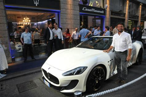 Maserati Store Locator by Maserati Opens Retail Store Lounge Bar In The Of