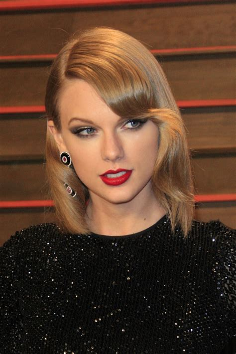 what red lipstick does taylor swift wear 2015 8 times taylor swift rocked red lipstick