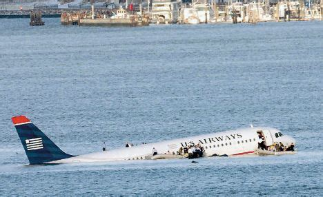 sink or swim after crash landing in the hudson books the plane was like a library you could heard a pin