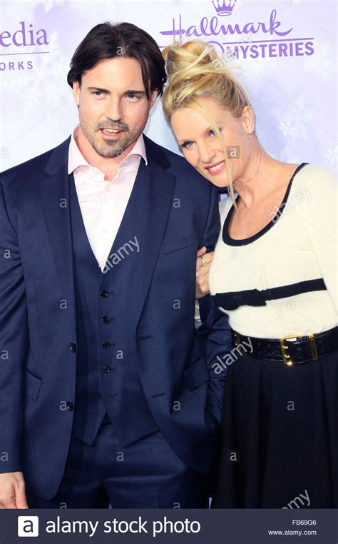 nicollette sheridan is married to nicollette sheridan aaron phypers at the hallmark channel