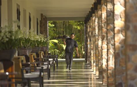 room dining service awesome dining experiences at the amansara resort siem reap