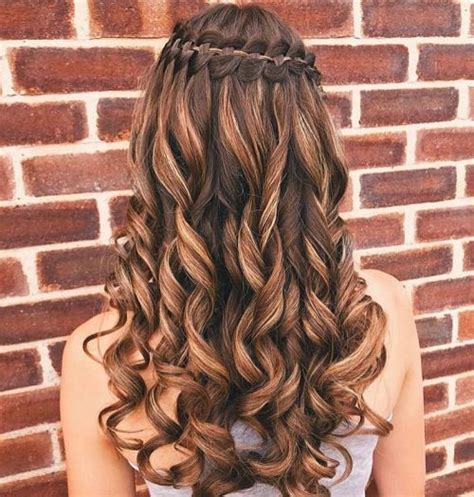 stunning curly prom hairstyles   updos