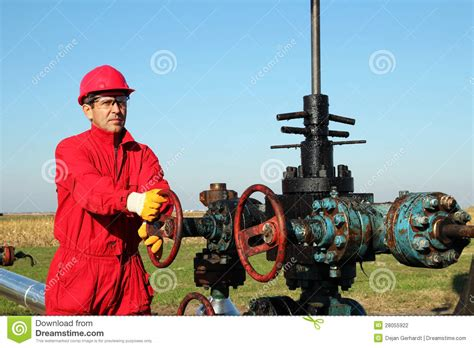 worker at drilling rig stock photo image of extracting 28055922