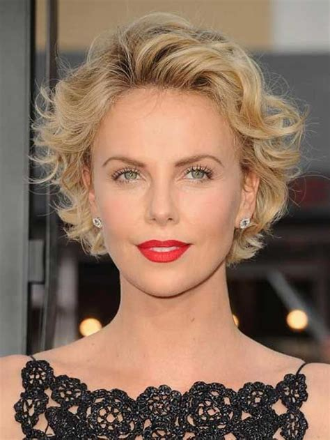 hairstyles for women with round head charlize theron soft round head of wavy hair looks very