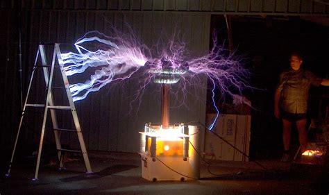 tesla outside tesla coil sparks