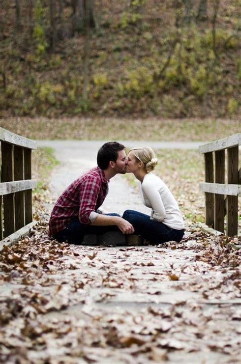 7 Fall Photo Poses by 17 Best Ideas About Engagement Photo Poses On