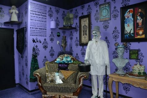 dream room a disney haunted mansion bedroom homes and hues prop showcase haunted mansion room