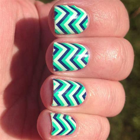 zig zag pattern nails funky zig zag nail art nails pinterest zig zag nails