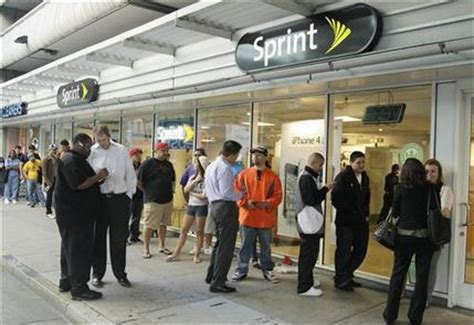 Sprint Background Check Sprint Customers Line Up As It Gets 1st Iphone
