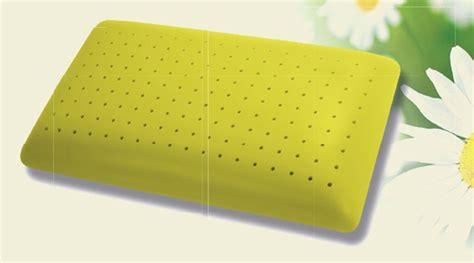memory foam cuscino cuscino memory foam alla camomilla cuscini tessili