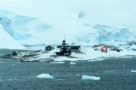 Base General Bernardo O'Higgins ( Chilean Antarctic Base