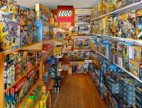 speelgoed lego legos red balloon toy shop