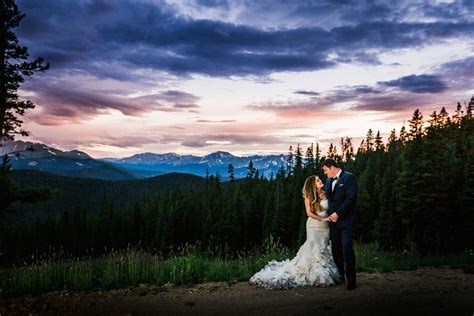 timber ridge wedding photography with dogs chris kalyn s timber ridge wedding in keystone top