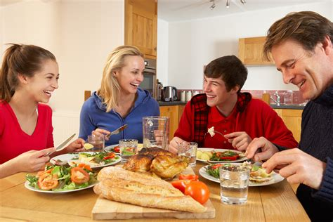 dinner at home family dinners deliver healthy benefits