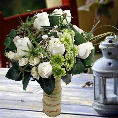 Handbouquet For Special Day white roses flowers delivery