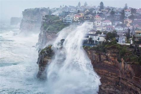 hurricane boats sydney wild weather lashes the cliff face at vaucluse sydney