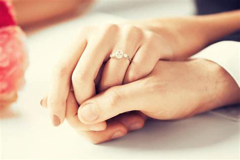 Verlobungsring Mann Und Frau by Verlobungsring So Findet Mann Den Perfekten Ring