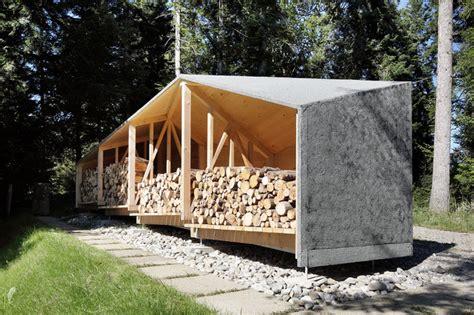 gartenhaus mit holzlager bienenhus holzlager schuppen modern gartenhaus