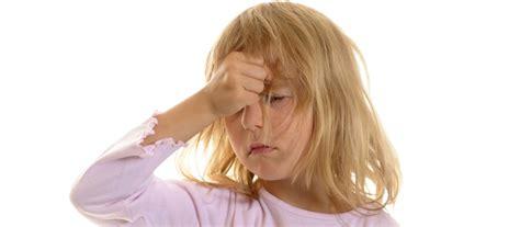 kopfschmerzen nach schlaf was hilft gegen kopfschmerzen bei kindern babyrocks de