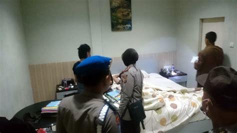 Kasur Angin Di Bali kamar bau tisu berserakan di kasur seorang wanita ditinggal kekasihnya di hotel tribun bali