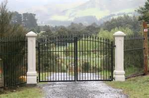 gates welcome to erecta fence