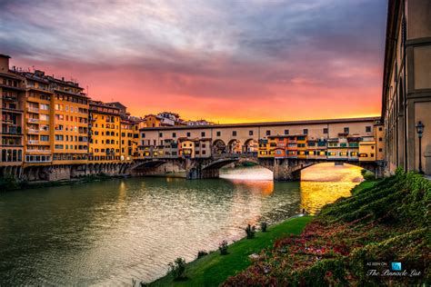 italia firenze beautiful sunset shimmering ponte vecchio on arno