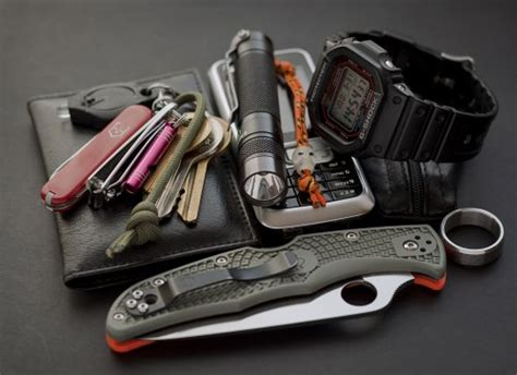 Kapak Survival Kit Edc Devense Black 5 reasons why a flashlight needs to be in your edc