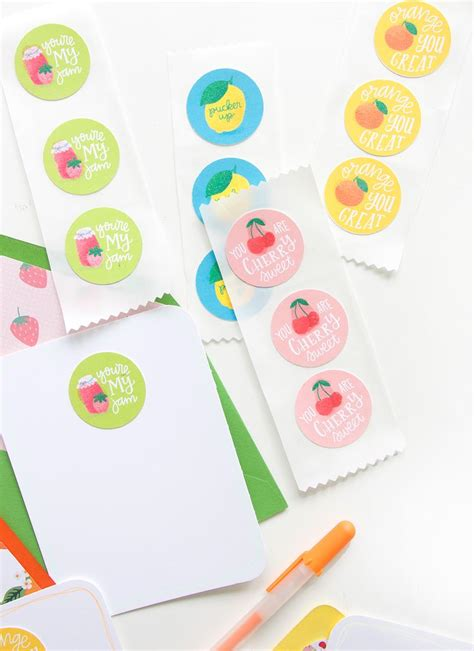 How To Make Scratch And Sniff Paper - diy printable scratch and sniff stickers damask