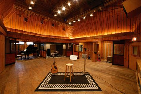 Ashoo Studio 7 The Power Of Sound sos guide to choosing using studio microphones