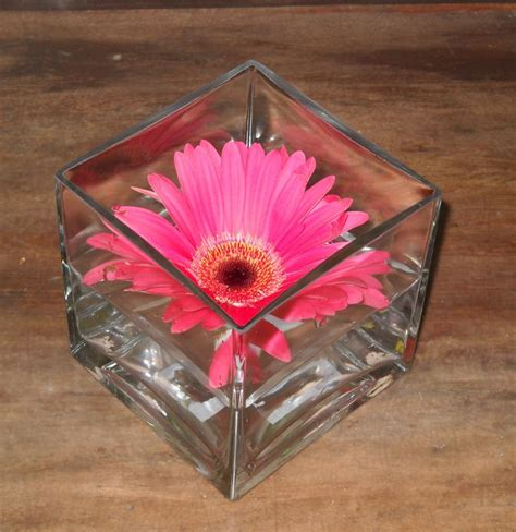 Floating Flowers In Vases by Floating Flower Centerpiece S Wedding