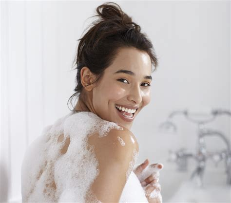 bathtub lady top tips for making your tan last wilkolife