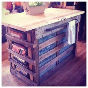 More pallet love i love the warmth of this island made from pallets so