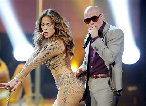shakira clausura del mundial 2014 brasil lalala youtube pitbull the rapper who could sway the us election the i