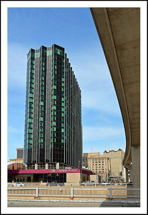 crowne plaza detroit crowne plaza detroit downtown riverfront hotel a photo