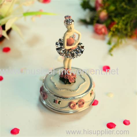 Suplier Box Carousel Silver Giq6 Polyresin Silver Wind Up Water Globe