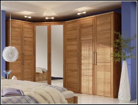 schlafzimmer mit spiegel schlafzimmer eckschrank mit spiegel schlafzimmer house