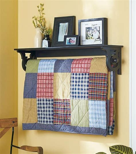 Wall Mounted Quilt Display Best 25 Quilt Racks Ideas On Farmhouse Quilts Quilt Ladder And Farmhouse Hanging
