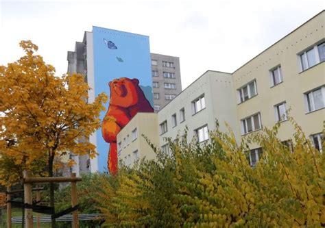 si鑒e mural ursyn 243 w ma nowy mural niedźwiedzia wpatrującego się w