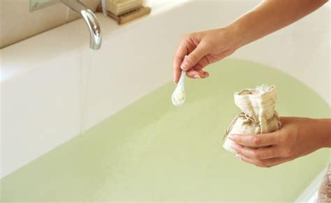 Detox Bath Epsom Salt Baking Soda Peroxide by 20 Relaxing And Beneficial Detox Bath Recipes Diy Health