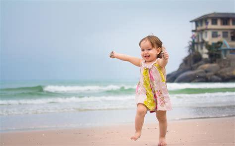 wallpaper girl happy happy girl running in beach wallpapers 1920x1200 334048