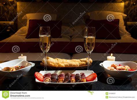 cucinare cena romantica pranzo romantico in un hotel lussuoso immagine stock
