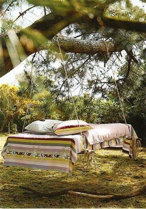 Hanging Pallet Bed by Diy Frugal Pallet Swings Pallet Furniture Diy