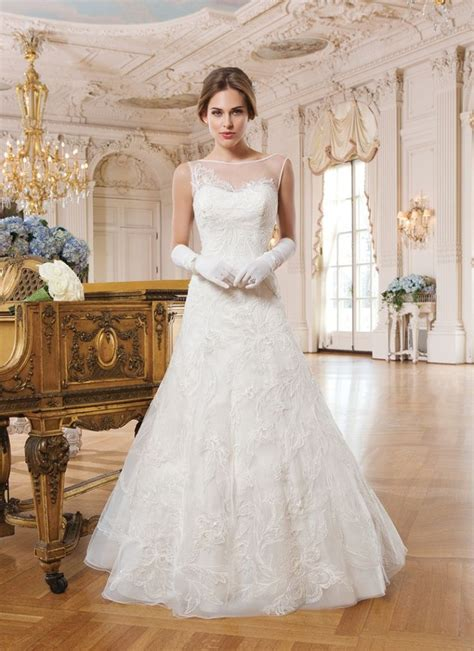 Wst 7700 Lace Classic Dress wedding dress from lillian west