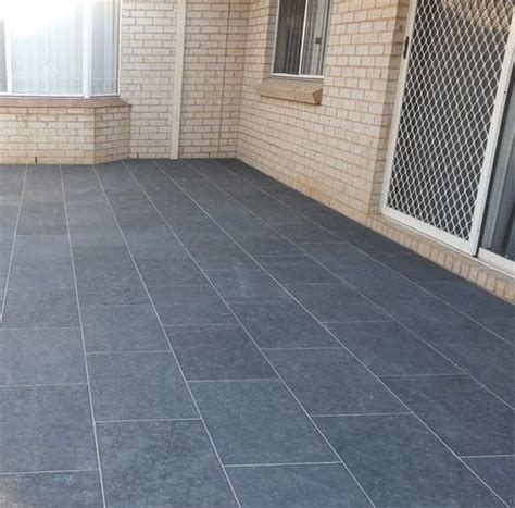 bluestone flooring 1000 images about tiles on oak cabinets grey