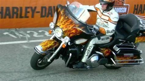 Motorrad Stunt Show Youtube by Motorrad Stunt Show Hamburg Harley Days Youtube