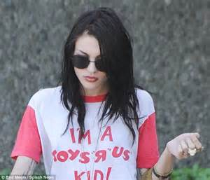 Frances Bean Bonding Time by Frances Bean Cobain Wearing Nirvana Www Pixshark