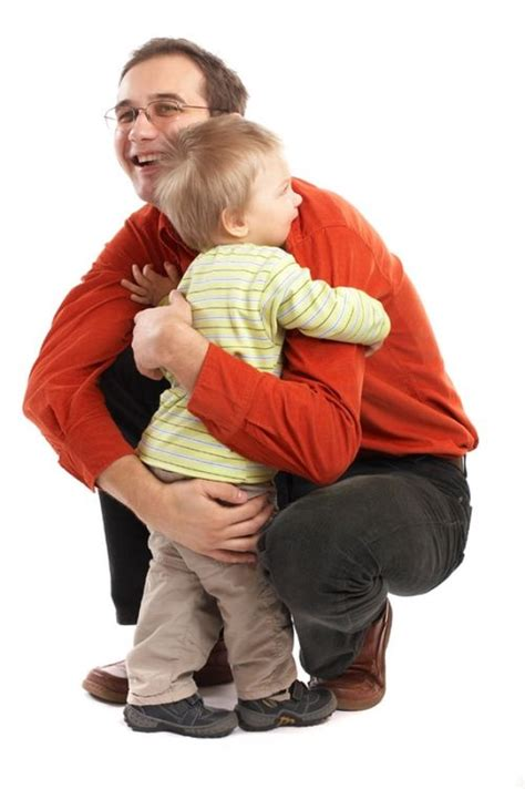 how to give a comforting hug kindness idea give someone a hug random acts of kindness